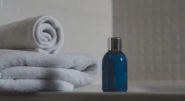 Come funziona e perché acquistare uno shampoo anticaduta